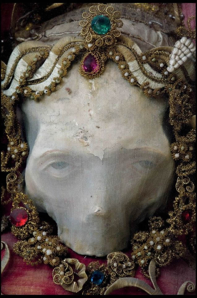 Esqueletos con joyas, santos catacumbas roma (2)