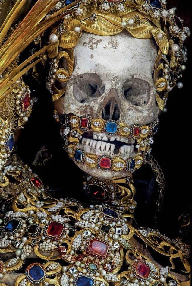 Esqueletos con joyas, santos catacumbas roma (6)
