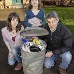 Conoce a la familia que produce sólo una bolsa de basura al año