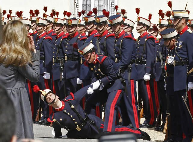 soldados caidas desmayos (30)