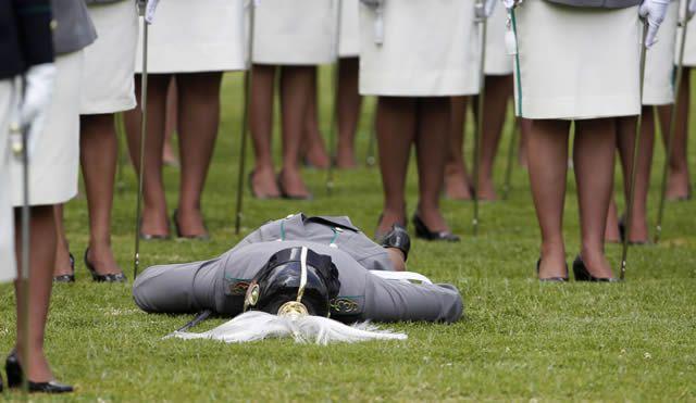 soldados caidas desmayos (19)