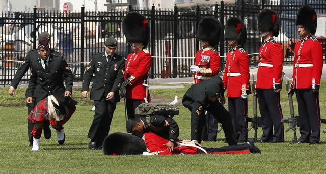 soldados caidas desmayos (17)