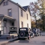 Artista usa perspectiva y carros en miniatura para crear imágenes históricas realistas