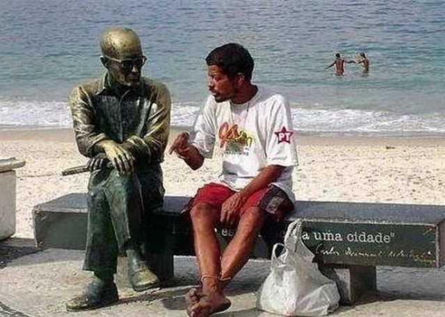 Estatua Carlos Drummond