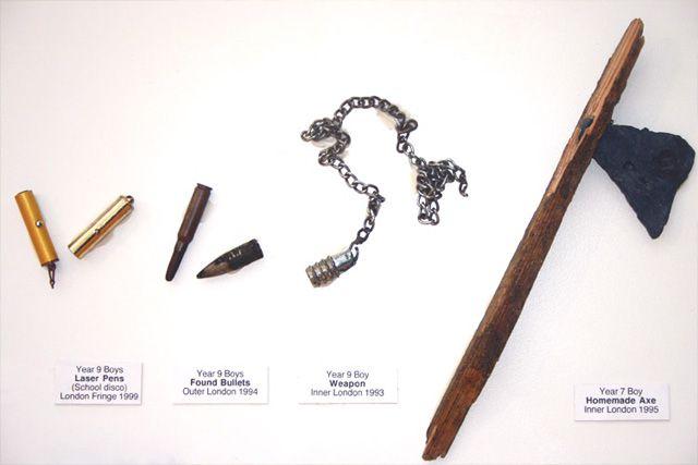 Resistant Materials objetos confiscados escuelas Guy Tarrant (1)