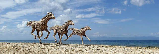 James Doran-Webb Esculturas Caballos Troncos Madera (1)