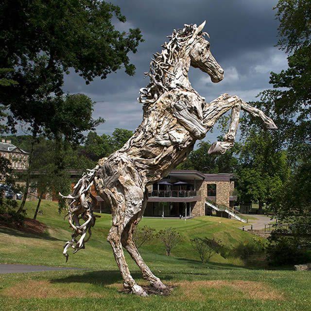 James Doran-Webb Esculturas Caballos Troncos Madera (6)