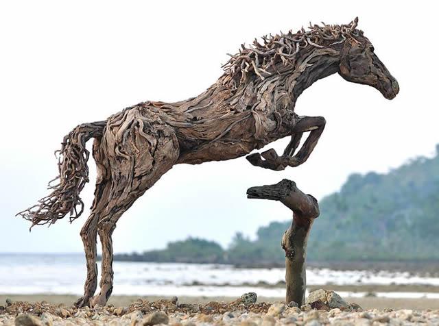James Doran-Webb Esculturas Caballos Troncos Madera (2)