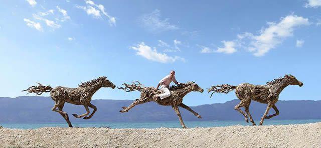 James Doran-Webb Esculturas Caballos Troncos Madera (8)