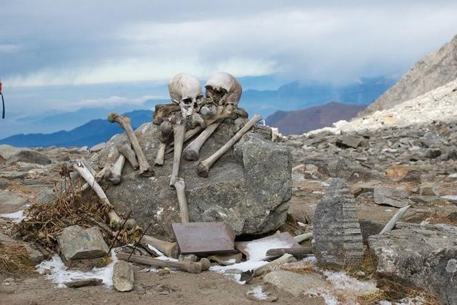Lago esqueletos Roopkund (4)