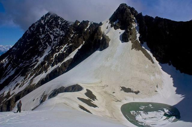 Lago esqueletos Roopkund (7)