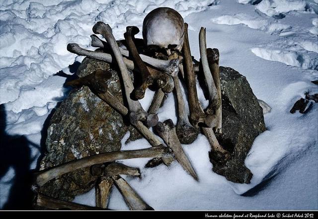 Lago esqueletos Roopkund (6)