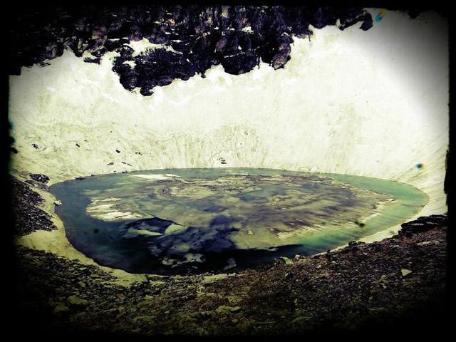 Lago esqueletos Roopkund (5)