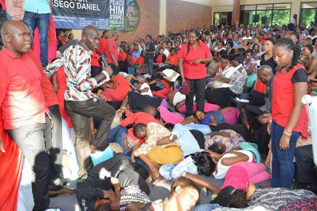 iglesia come pasto sudafrica (2)