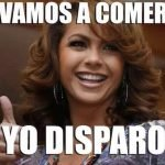 Lucero va de caza y nace un meme en Internet
