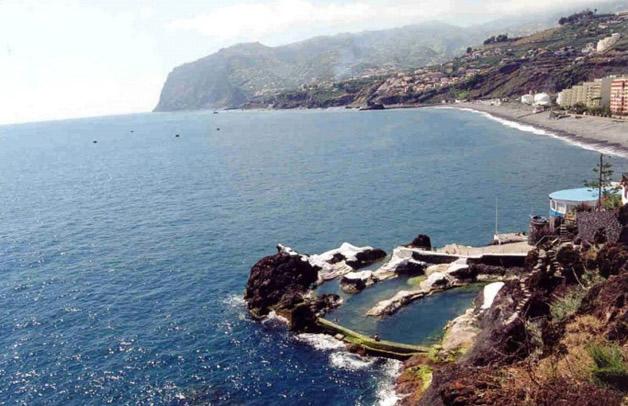 piscina natural de roca volcánica (4)