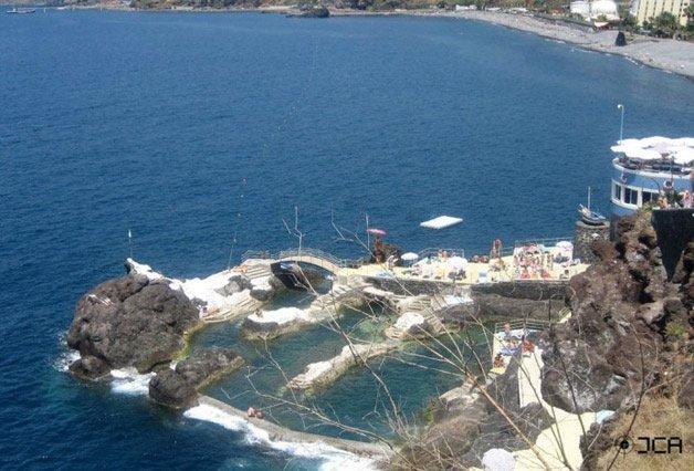 piscina natural de roca volcánica (8)