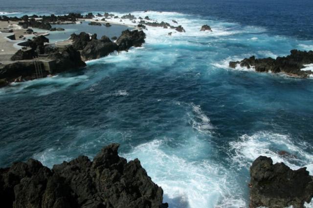 piscina natural de roca volcánica (6)