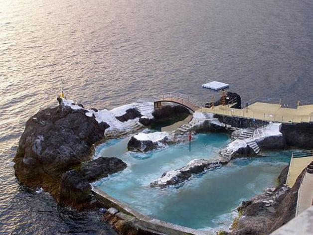 piscina natural de roca volcánica (5)