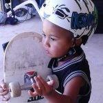Niño skater de dos años