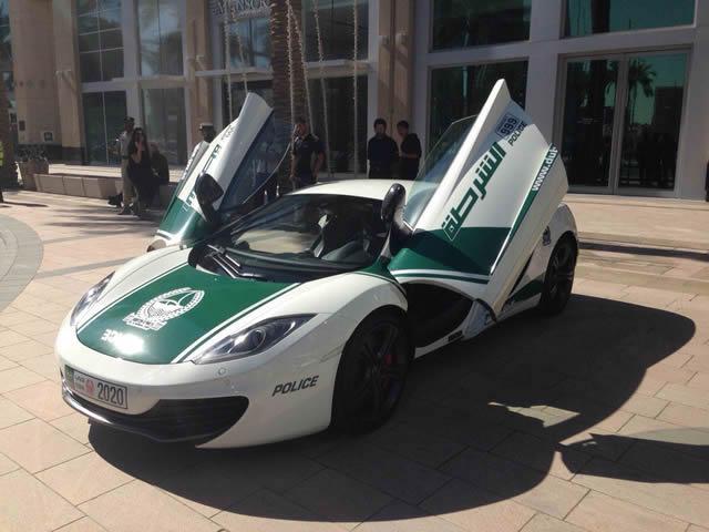superautos patrulla en Dubái (2)