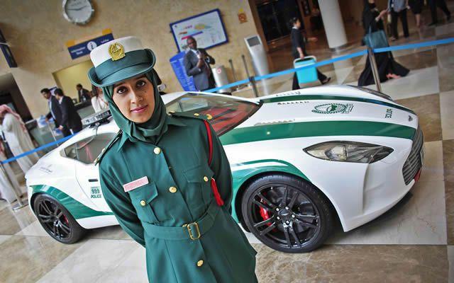 superautos patrulla en Dubái (13)