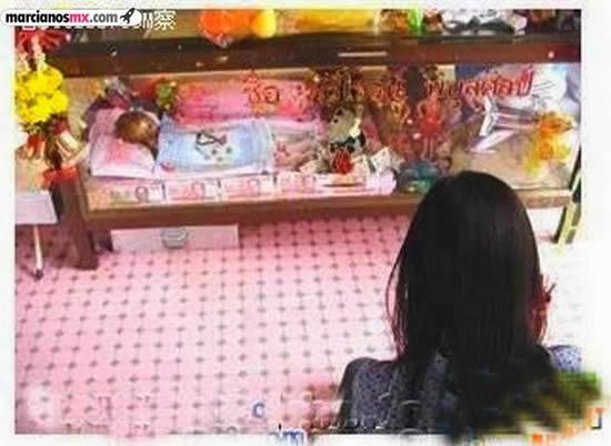 Momia de un niño se converva en casa de sus padres (3)