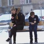 Ciudadanos noruegos reaccionan ante un niño congelándose en la calle