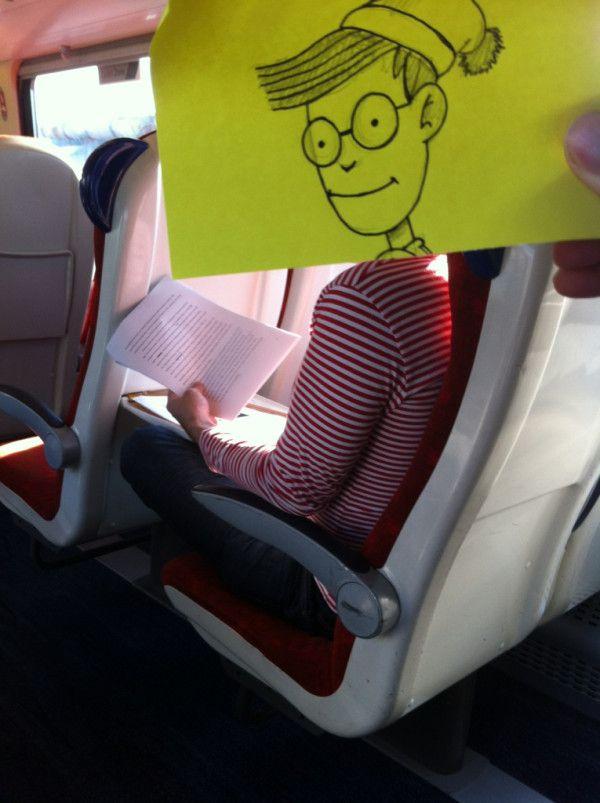 Pequeños dibujos en post-it reemplazan las cabezas de pasajeros del tren (9)
