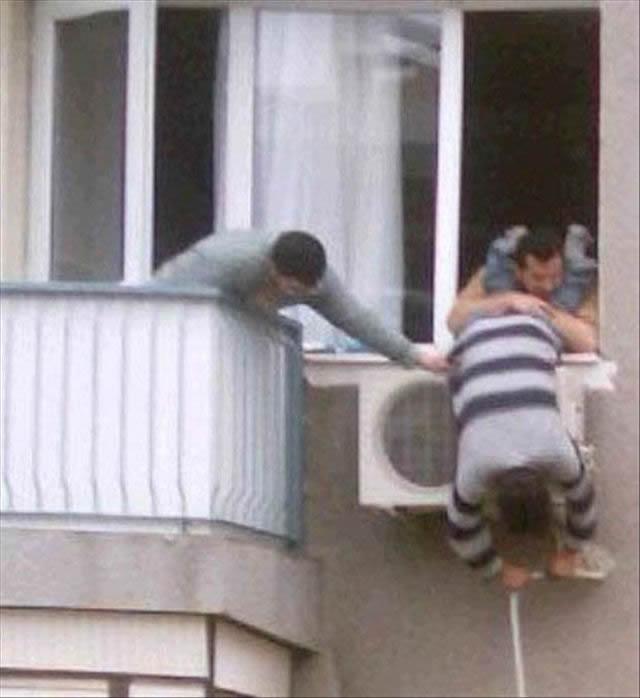 Hombres en situaciones peligrosas (27)