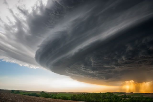 Tormentas de Mike Hollingshead (2)