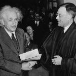 5 frases famosas que NO fueron dichas por Einstein