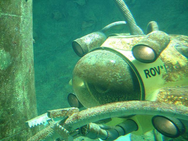 robot reparando