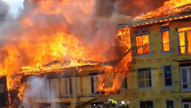 Impresionante rescate de un edificio en llamas