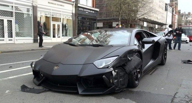Lamborghini Aventador se accidenta