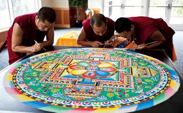 Monjes Tibetanos obra maestra granos arena mandala (4)