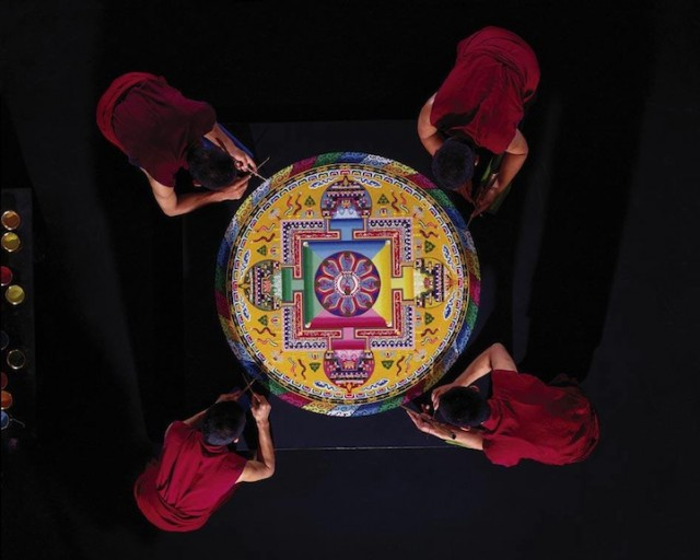 Monjes Tibetanos obra maestra granos arena mandala (6)