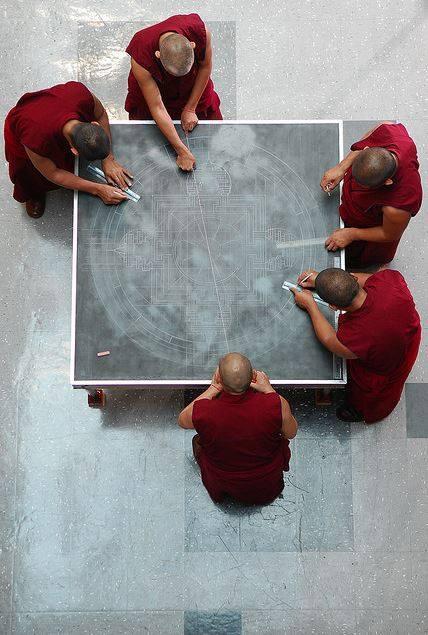 Monjes Tibetanos obra maestra granos arena mandala (3)
