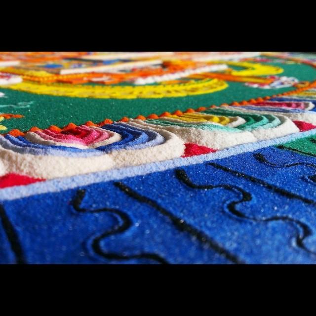 Monjes Tibetanos obra maestra granos arena mandala (9)