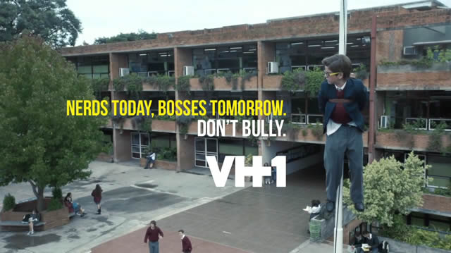 """I will survive"" Campaña contra el Bullying de VH1"