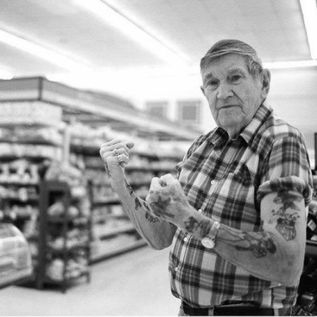 Abuelos con tatuajes (6)