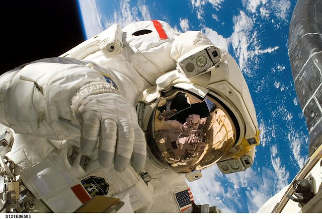 astronautas close