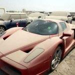 Autos de lujo abandonados en Dubái