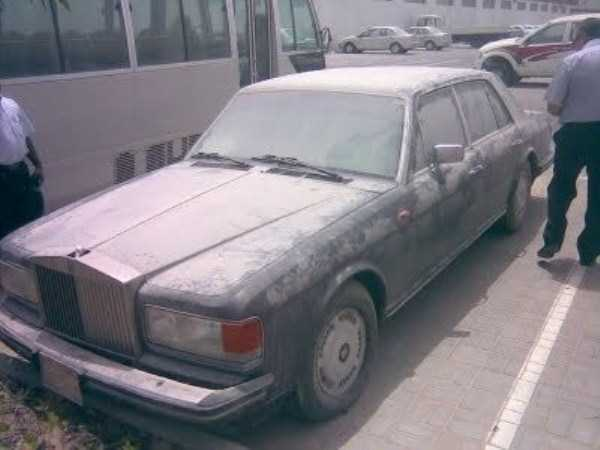 autos de lujo abandonados en dubai (1)