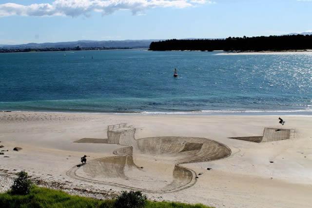 Dibujos en 3D sobre arena (1)