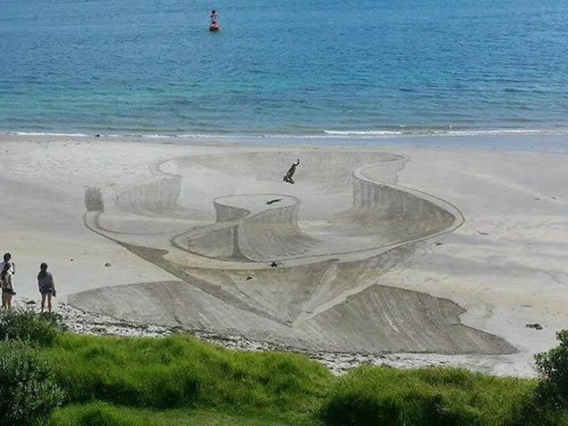 Dibujos en 3D sobre arena (12)
