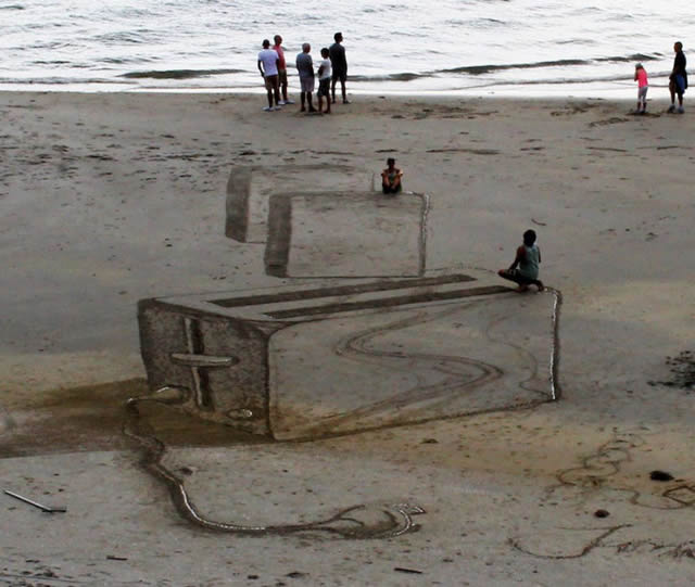 Dibujos en 3D sobre arena (9)