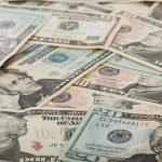 Hombre pide como indemnización todo el dinero del mundo