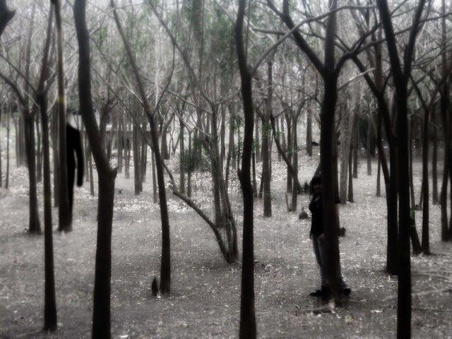 hombre negro bosque