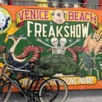 Acto de regurgitación asqueroso en Freakshow